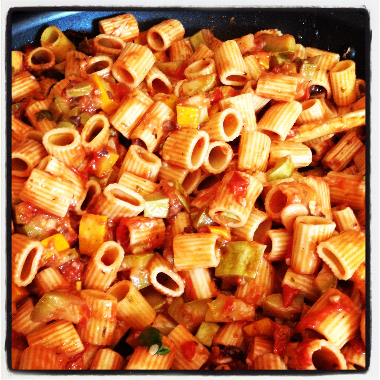 Summer Vegetable Rigatoni aka whatever is fresh at the local product stand. Make use out of whats seasonal and you get the most amazing flavors in simple dishes like this one.