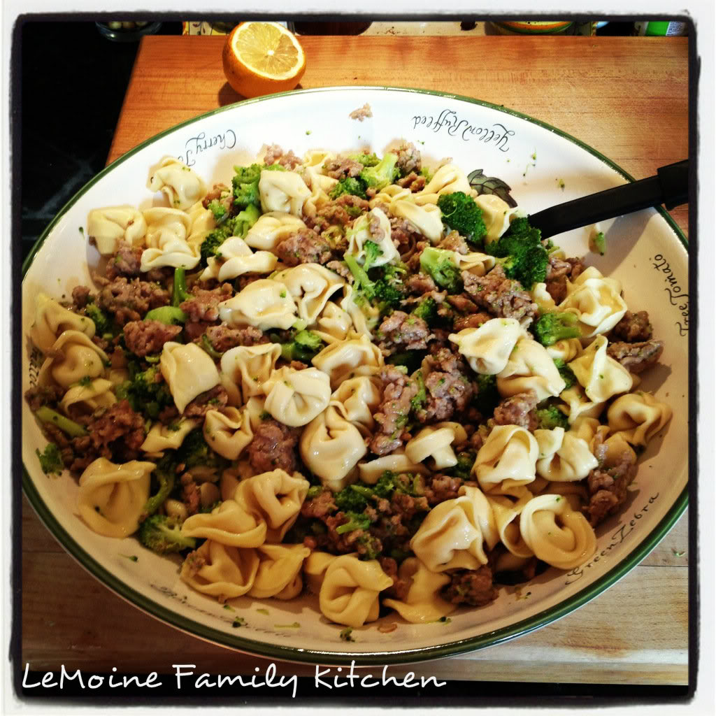 My go to when I need an easy dinner- pasta! This Tortellini with Italian Sausage & Broccoli is so tasty, really hearty and just a handful of ingredients! Great weeknight meal!