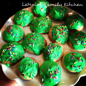 The BEST Soft Sugar Cookies!! These are easy to make, not overly sweet and just the perfect sugar cookie recipe! Great for the holidays or just because.