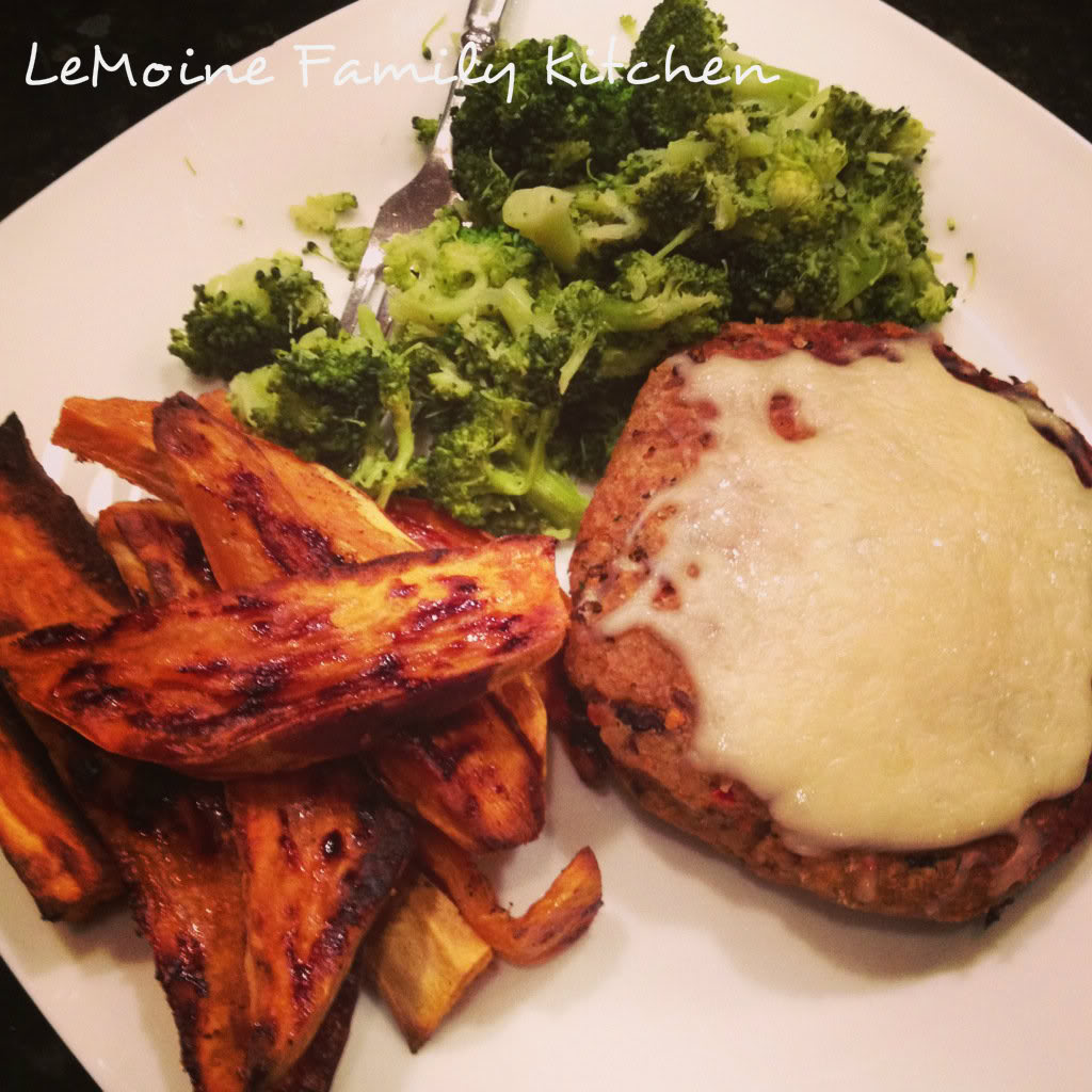 Homemade Lentil & Black Bean Burgers. A great meatless burger option that is packed with great flavor. Love a healthy burger!