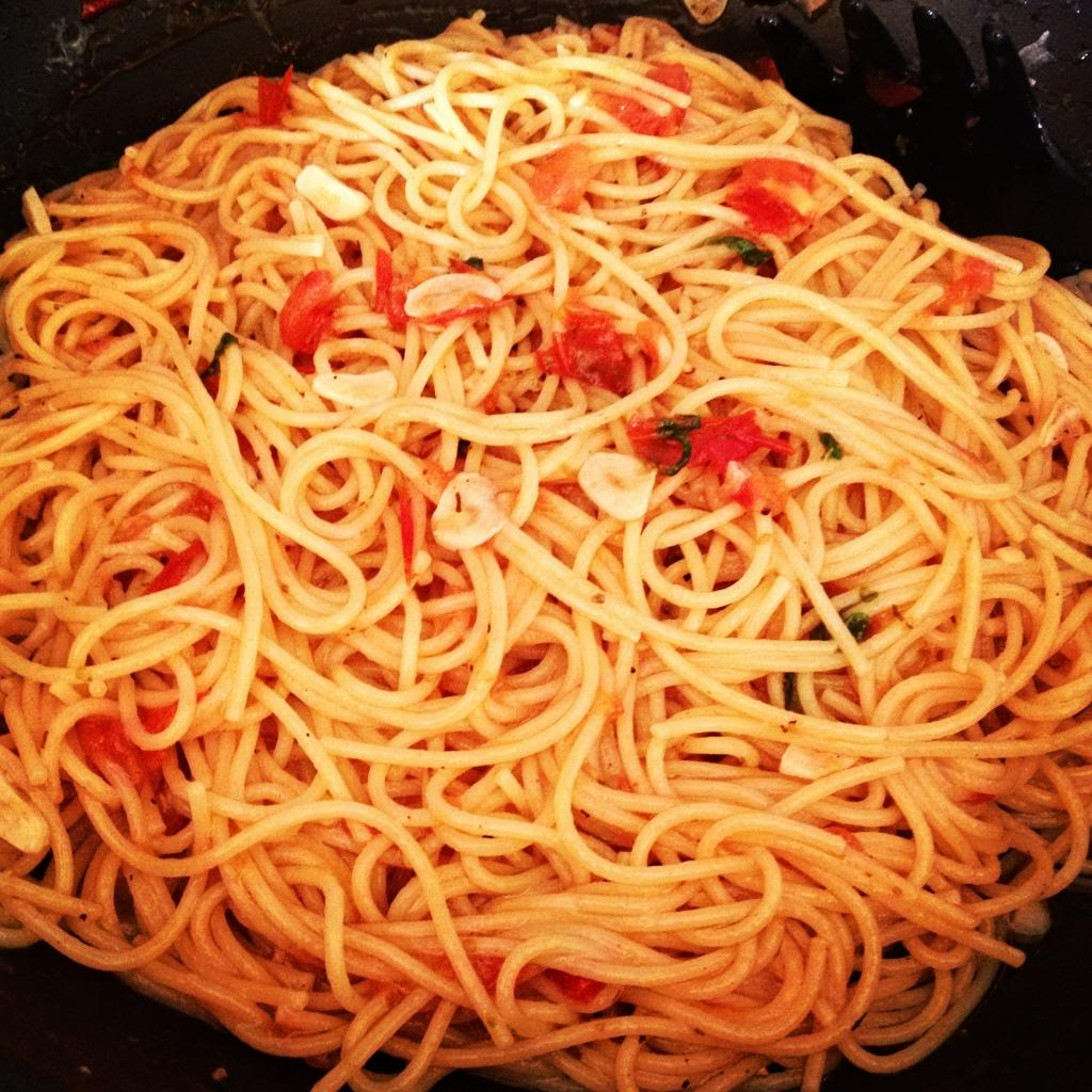 Fresh Tomato Basil Sauce with Spaghetti