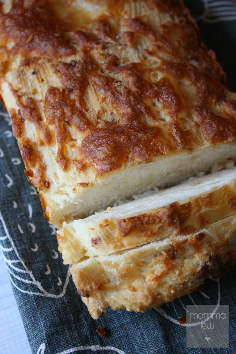 Angry Orchard Bread | LeMoine Family Kitchen. My friend Reesa from Momma Lew is sharing here delicious bread recipe on the blog. This one is perfect for Fall and so easy to make!