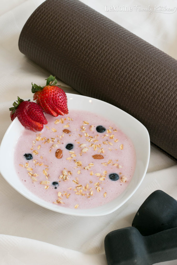 Berry Power Smoothie Bowl. Start your morning off with this healthy smoothie bowl PLUS healthy on the go snacks to keep you satisfied all day.