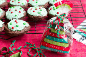 Holiday Brookies {aka brownie cookies}. What an incredibly easy, fun and DELICIOUS sweet treat for the holidays! Create memories in the kitchen then gift these goodies to friends and family to spread some cheer! #BakeInTheFun [ad] @Walmart