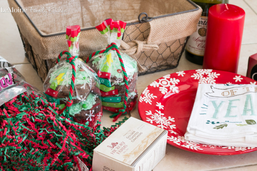Food Lovers Gift Basket with NJ Lottery. I'm showing you how to put together the perfect gift for the foodie in your life. Filled with sweet and savory treats, sparkling cider and 4 new Holiday Instant Games from NJ Lottery. #NJLottery #JerseyHoliday #sponsored