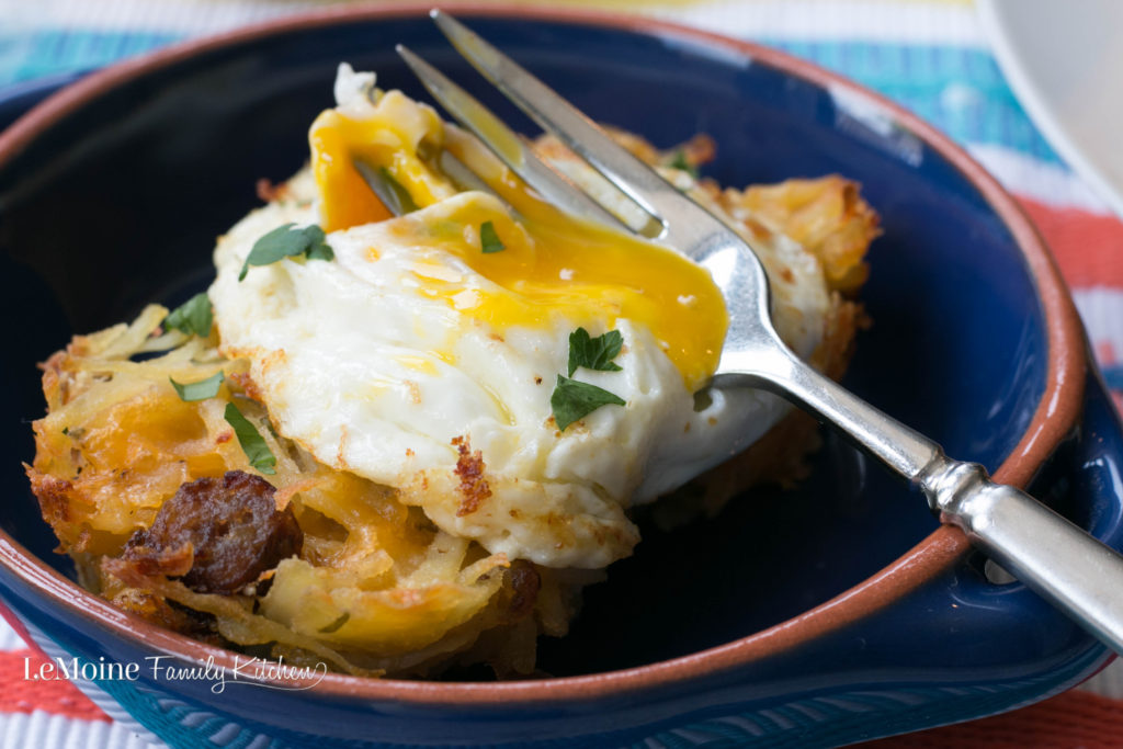 Sausage Hash Brown Nests. How fun are these? They are perfect for the weekend, a weeknight breakfast for dinner or a holiday brunch like Mothers Day! Super easy to make and so delicious!