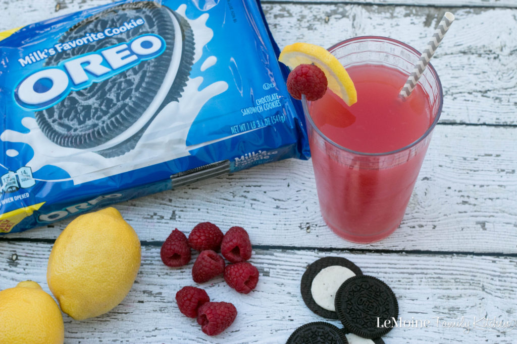 With My OREO Creation, OREO is inviting YOU to submit your own ideas for the next OREO flavor! You have a chance of winning So whats my OREO creation? Raspberry Lemonade OREO! I've got summer fun on the brain and I love the idea of a contrast in flavors.  {ad} #MyOREOCreation #Contest #MyOREOWM
