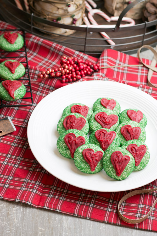I just love the classic Grinch from Dr. Seuss so I thought it would be really fun to makeGrinch Sugar Cookies to enjoy while watching the show as a family. These are a really easy to make and absolutely adorable!