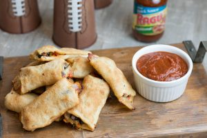 Ok friends! When Game Day is just around the corner and you've got friends coming by what do you cook up? Today I'm sharing with you these Ultimate Pizza Stuffed Breadsticks served withRAGÚ® Pizza Quick Traditional Sauce. They are super simple to make and so delicious! Trust me, these will not last long! #ad